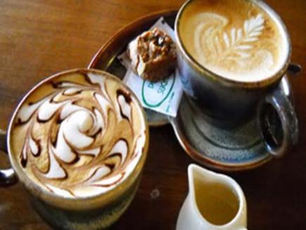 di Sonnen Cafe, Teman Aktivitas Malam | Makanan Tradisional Indonesia